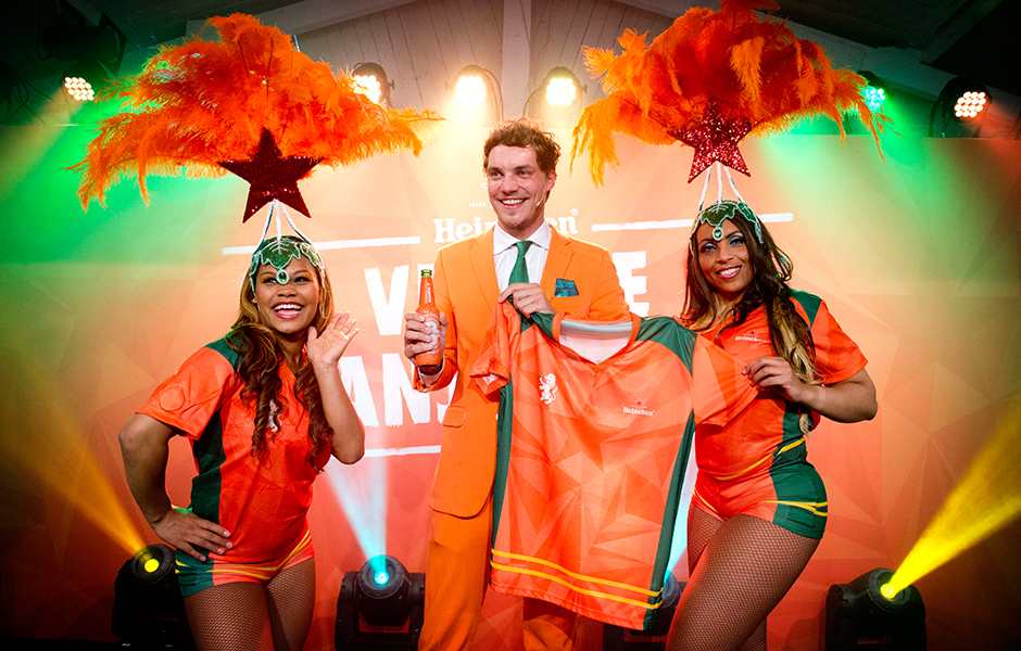 Onthulling Heineken Samba Shirts