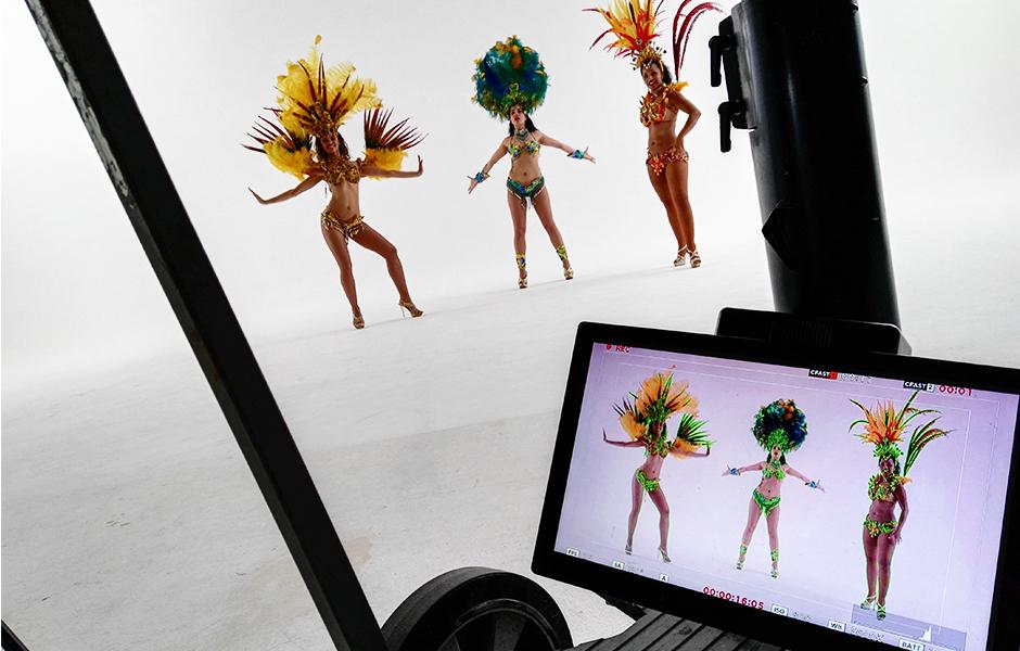 Toto Gaming Armenia met Braziliaanse danseressen