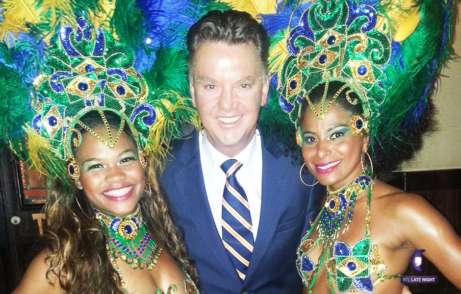 RTL Late night Louis van Gaal met samba danseressen