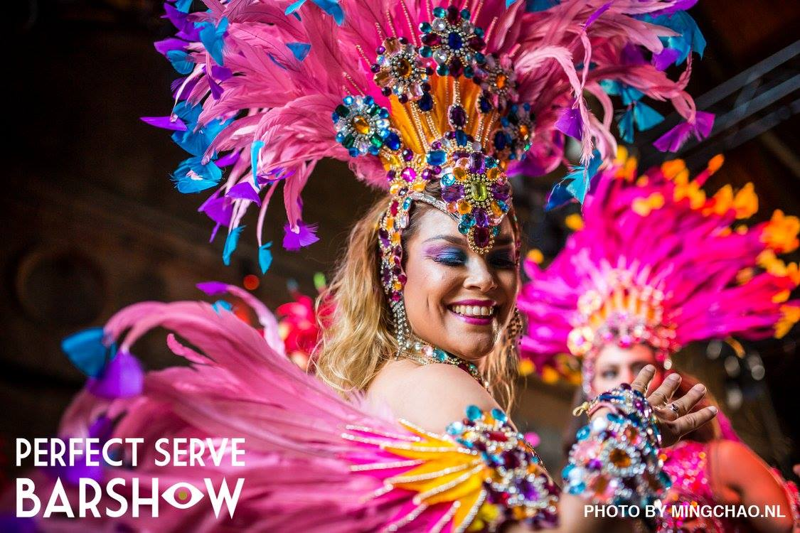 Samba danseressen bij The Perfect Barshow