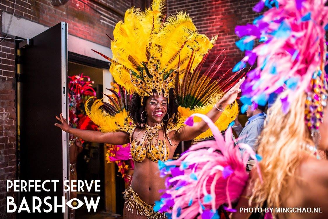 Braziliaanse samba danseressen bij The Perfect Serve Barshow