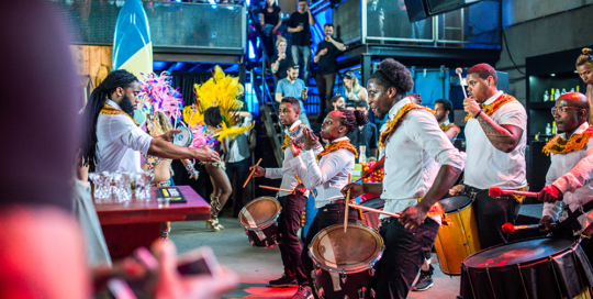 Caribische brassband Amsterdam bij perfect serve barshow