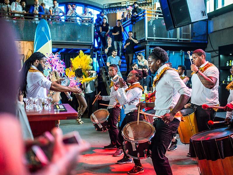 Caribische brassband goedkoop huren